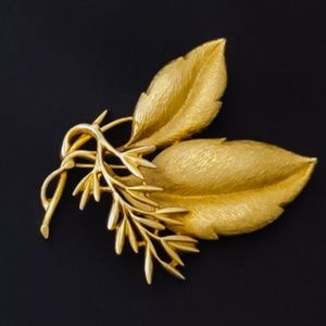 Vintage Sarah Coventry branch & leaves brooch